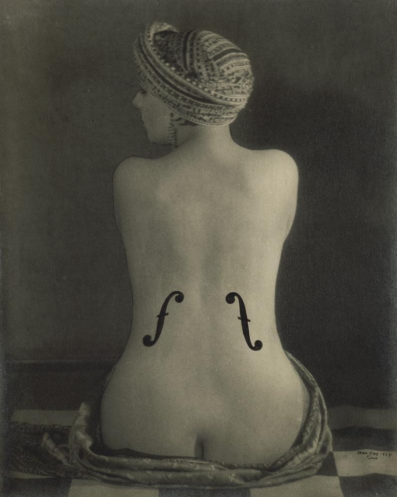 dos de femme nu avec les ouïes d'un violon